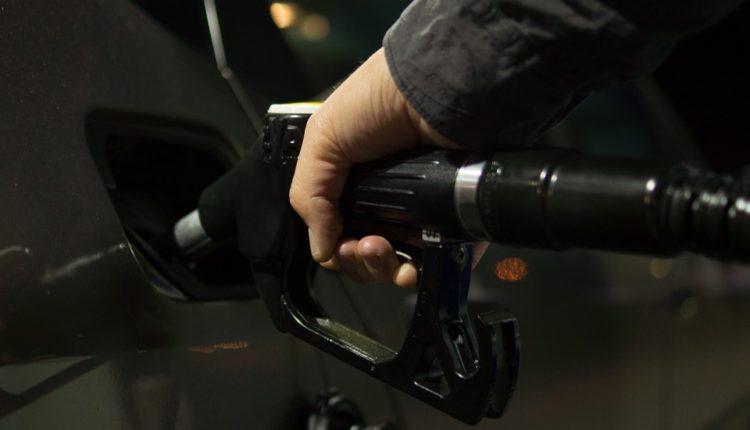 ¿Sabes qué cosas no debes hacer en una gasolinera?