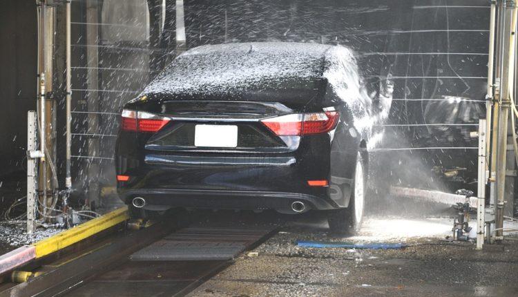 ¿Sabes cómo limpiar el coche correctamente?